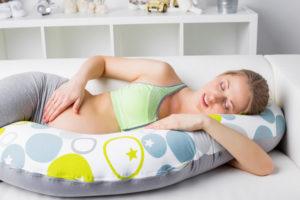Schwangere brauchen Schwangerschaftskissen
